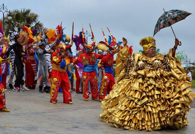 dominican republic historical places | Roba-la-Gallina-en-Carnaval-de-República-Dominicana-imagen-de-LuieRRe ...