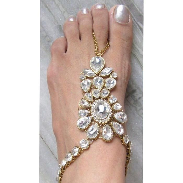 Kashni Barefoot Sandals. Beautiful Barefoot Wedding Sandals with Diamini  and Flower Shaped Kundan Stones.  Add Sparkle to for the Barefoot Bride or Bridesmaids. Indian Foot Jewelry for Weddings on the Beach and Bohemian Bollywood Wedding Theme. The Kashni Barefoot Sandals will Add Elegance to your feet!