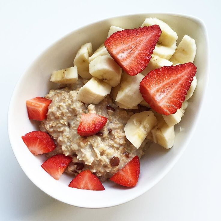 Gestern hab ich gefastet heute wird wieder normal gegessen. Zum Frühstück gab es Schoko-Banane-Porridge mit  und  #weightloss #abnehmen #52diet #5zu2 #5zu2diät #intervallfasten #intermittentfasting #porridge #oatmeal #mymuesli #noats #weightlossjourney #abnehmtagebuch by jasminblume_