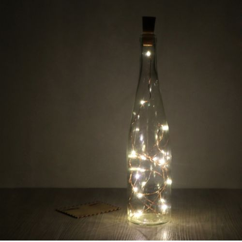 Üzerinde 20 adet led ışın bulunduğu Led Işıklı Bakır Tel sayesinde hayalinizde olan her türlü dekorasyonu yapabilir, tüm objeleri aydınlatabilirsiniz.