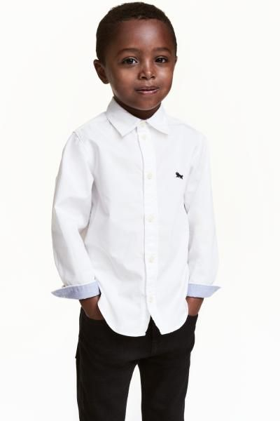 Cotton shirt: Shirt in a cotton weave with a turn-down collar, buttons down the front and long sleeves with buttoned cuffs. Small embroidery detail on the chest and a contrasting colour on the inside of the collar and cuffs.