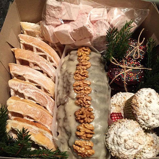 Рождественская сладкая коробка Маршмеллоу, бельгийские вафли, морковные мафины, шоколадно- клюквенное печенье и шоколадный кекс с глазурью и орешками