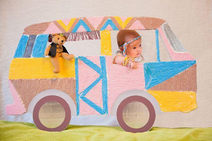 ребенок, дочка, картины из вещей, декорации, детская фотосессия, стилизация, младенец, девочка, хиппи, гитара, хиппи мобиль, фургончик, дерево, творчество, креативная мама