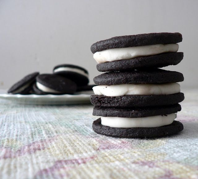 Homemade Oreo Cookies recipe, crunchy oreo cookies - maybe not as pretty as the real thing, but then I could have the cream part, and Neel could finally get her whole packet of cookies-only!