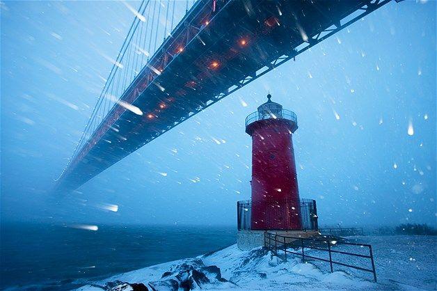 Vento congelande e muita neve, este era o cenário próximo ao Rio Hudson e a ponte George Washington ao entardecer em Manhattan um dia após o...