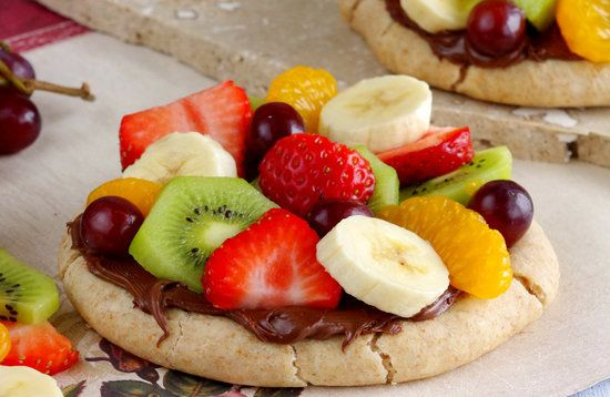 Nutella breakfast pizza recipe to make with kids -- Could do with a pita, nutella, and bananas only