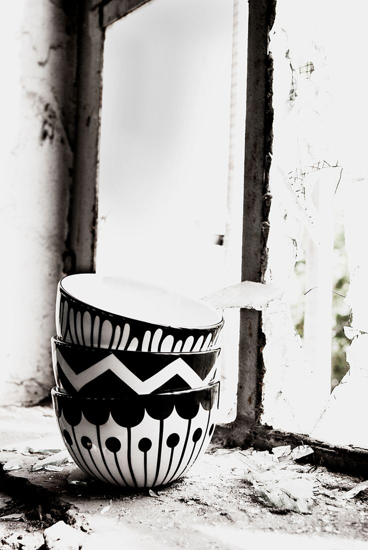 frjor bowls . black & white . www.frjor.com . Anna Becker
