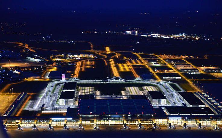 ღღ Wenigstens das Licht brennt schon mal am neuen Terminal des Flughafens BER.
