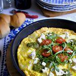 Receta de frittata de patata, feta y pesto para el Día Mundial del Huevo