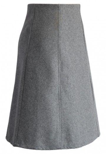 ¡Mantenga su guardarropa profesional, tradicional y limpio con esta elegante falda línea A en mezcla de lana! ¡Combine esta encantadora prenda con una blusa blanca por dentro y complete el look con una chaqueta negra y botas de cuero a la rodilla para un fabuloso look de otoño! - Fabricada en mezcla de lana - Forrada - Cierre trasero con cremallera oculto - 70% Viscosa, 30% Lana - Lavar a mano con agua fría Talla (cm) Largo  Cintura XS        57     64 S         57...
