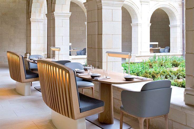 Hotel overnachting in de luxueuze Fontevraud Abdij in de Loire vallei in Frankrijk. Bijzondere interieur styling en meubel ontwerpen op een hele bijzondere plek. - More hotel interior inspiration on http://www.stylingblog.nl
