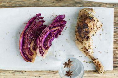 Kyllingelår i ovn med lynstegt lilla spidskål
