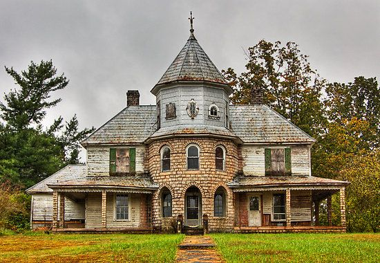 Abandoned, older home in Western North Carolina.