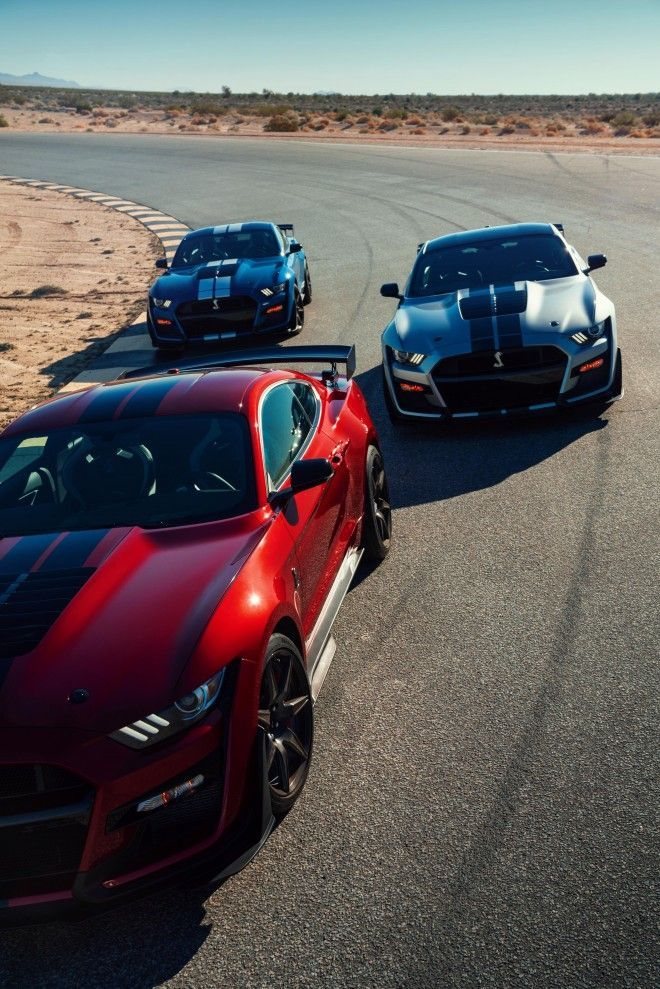2020 Ford Mustang Shelby Gt500 Carbon Fiber Track Package 13 The News Wheel Ford Mustang Shelby Gt500 Ford Mustang Shelby Ford Mustang
