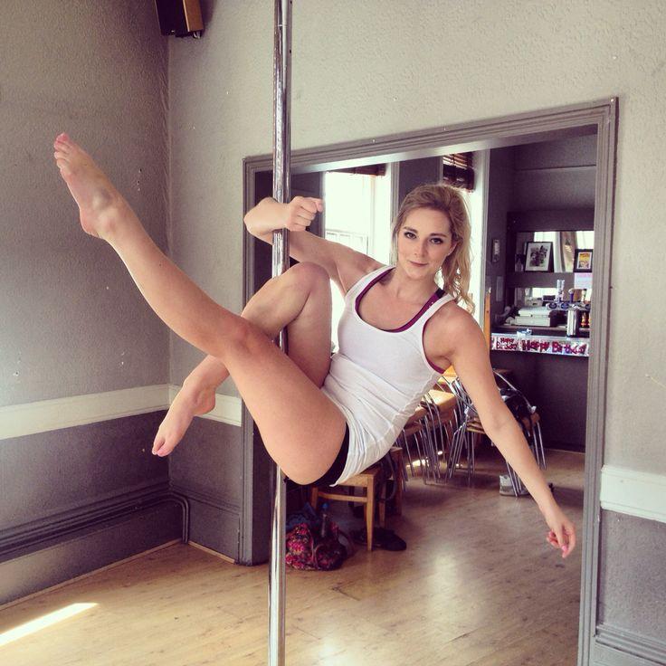 Pole dancing, Genevieve sit