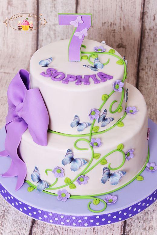 Sophia a implinit sapte ani, este mare deacum si nu a mai vrut tort cu personaje din desene animate, ci si-a ales un tort foarte elegant si ...