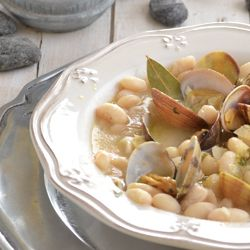 White beans with clams. Delicious Spanish food. Healthy and easy to do