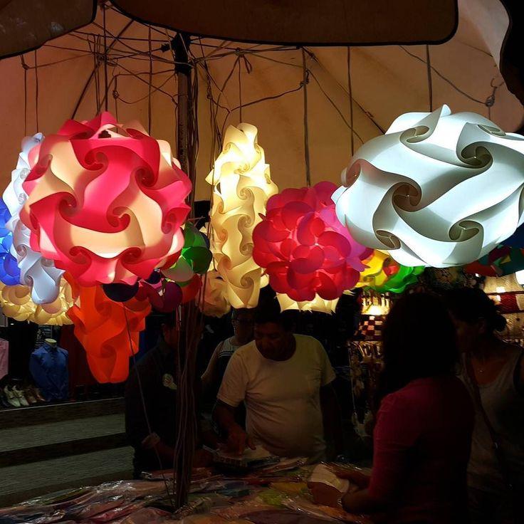 Такие светильники можно найти на любой ночной ярмарке на Самуи. Выглядят шикарно стоят недорого. Правда пока соберешь эту красоту - можно потерять множество нервных клеток с непривычки :) Но оно того стоит да :) Кто-то пробовал собрать? Делитесь опытом :) #aboutsamui #thailand #samui #эбаутсамуи #самуи #таиланд