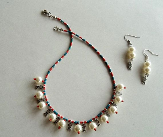 Pearls & Tulips NecklaceHandmade by GULDENTAKI on Etsy, $30.00
