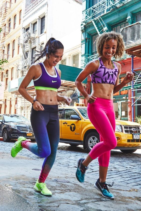 Run 5 Miles in 1 Hour With This Perfectly Paced Playlist For a 12-Minute Mile