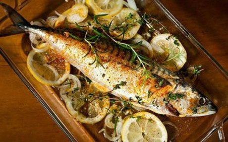 Το ψάρι δεν τρώγεται μόνο τηγανητό: Κολιοί λαδολέμονο στο φούρνο