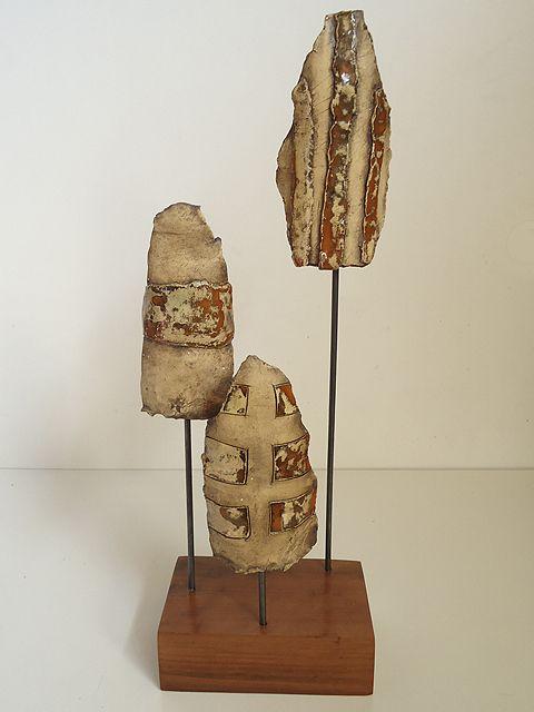 Máscaras Selknam u Onas. Ceremonia de Hain. Iconografía en cerámica. Cerámica Oxidada y esmaltada roja. Ignacio Castillo