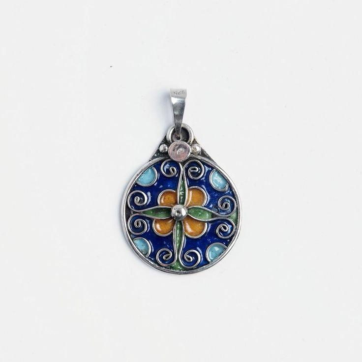 Pandantiv rotund Azza, argint și email, Maroc #metaphora #morocco #silverjewellery #silverjewelry #pendant  #enamel