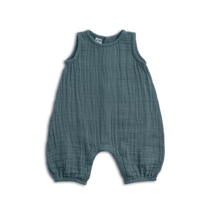 """Cette BARBOTEUSE BLEUENuméro 74est un basic bohème chic à avoir absolument dans la garde robe de votre bébé. Sa matière en gaze de coton apportera douceur et confort à la tenue des bébés. Vêtements indispensables pour l'été ou les destinations ensoleillées,les petites combinaisons Numéro 74sont tout simplement élégantes. Fabrication, broderie et teinture artisanale réalisées en Thaïlande. [share title=""""Partager:"""" socials=""""facebook, twitter, google, pinterest"""" class="""""""" icon_type=""""fade""""…"""
