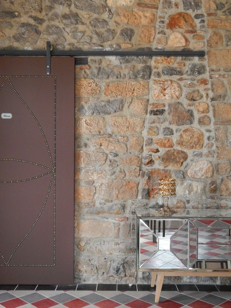 Cabri Barn door with nails on by Rdeco