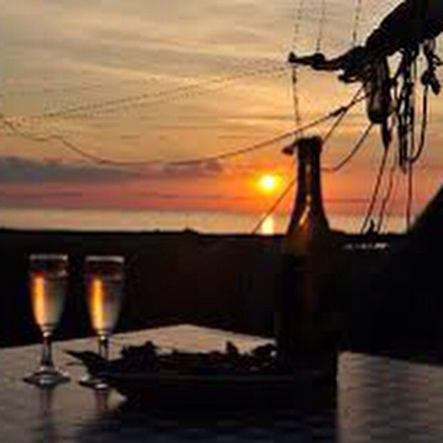 #19dibabo #19dibaboevents #wine #prosecco #sparkling #forpartylovers #sea #sunset Www.19dibabo.com
