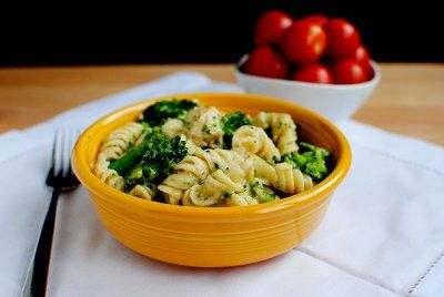 gonna try itSkinny Chicken, Weeknight Dinner, Skinny Recipe, Alfredo Sauces, Chicken Pasta, Rotisserie Chicken, Chicken Broccoli, Broccoli Alfredo, Recipe Chicken