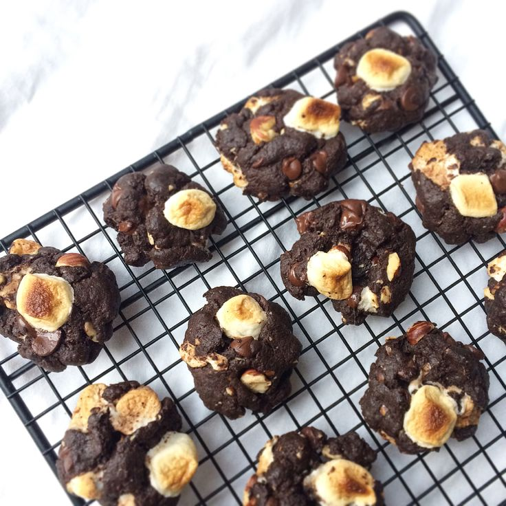 mindfulmorselsSloth Loves Chunk-y Rocky Road Cookies  HEY YOU GUYS!!! These GF/V cookies are soooo good, you'd never know they were healthy! (Sneaky! 😉) You can find the recipe in the comments below! 👊🏽 www.mindful-morsels.com  @mindfulmorsels #mindfulmorsels #chickpeaflour #rockyroadcookies #glutenfree #vegan #plantbased #cookies