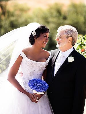 George Lucas & Mellody Hobson Celebrate Wedding in Chicago - I like the neckline and what is her bouquet?
