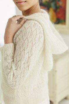 Белый с капюшоном бомбер Vogue Knitting Spring Summer 2017