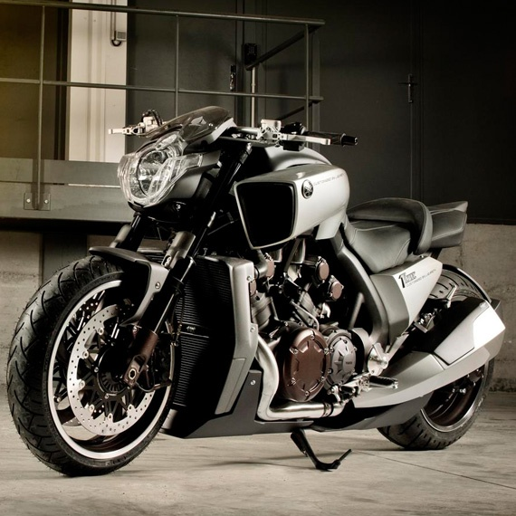 Yamaha VMAX Hyper Modified