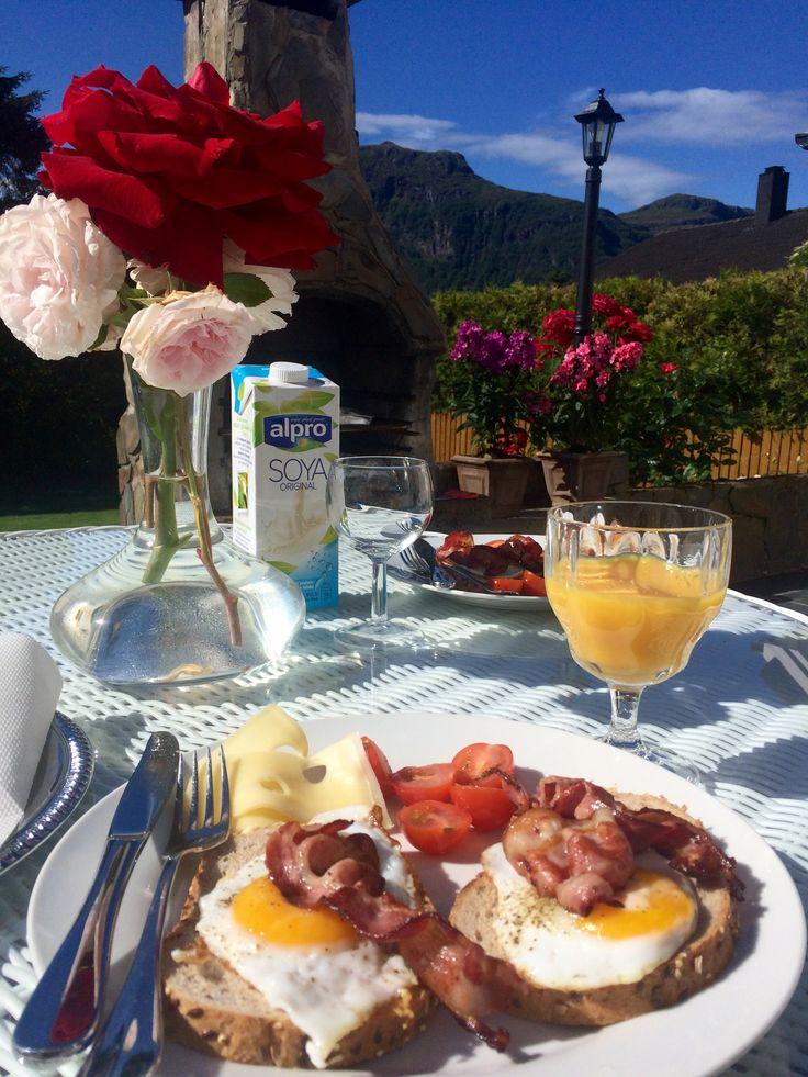 Завтрак в саду😊😍☕️