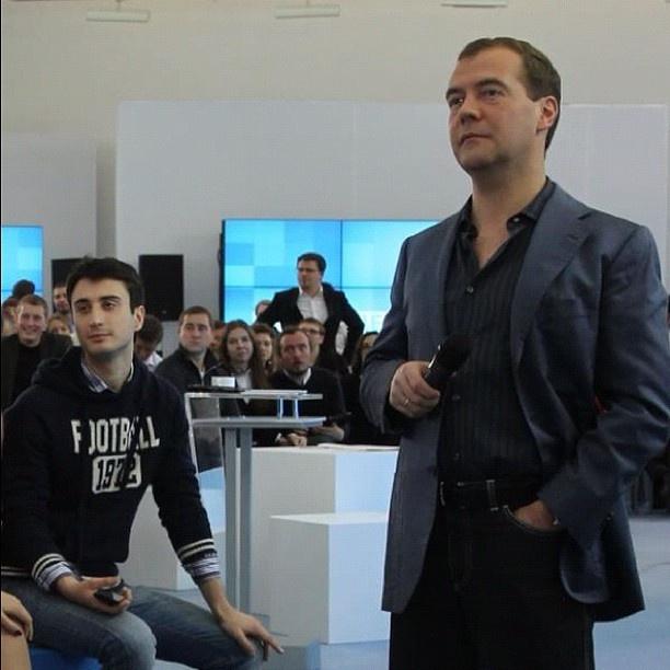 С Медведевым!