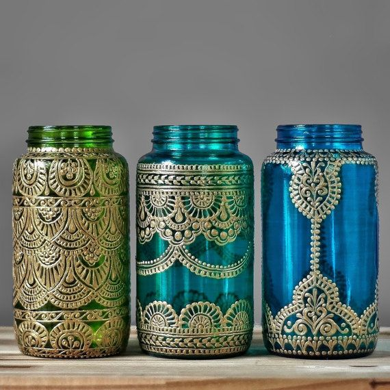 These henna wedding mason jar lanterns make great boho wedding decor! Choose one henna painted vase in your favorite color for wonderful…
