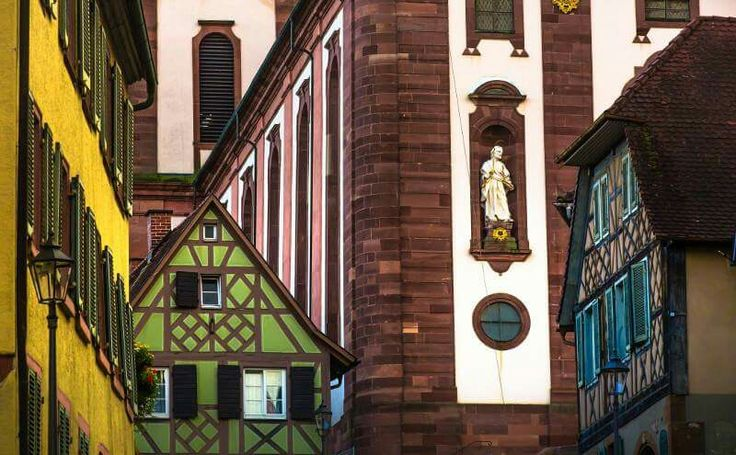 Il grazioso e colorato centro di Ettenheim, piccola cittadina vicino a Rust e all'Europa-Park.  Foto © DZT/Caspar Diederik