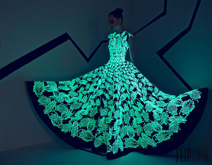 Rami Kadi Otoño-Invierno 2015-2016 - Alta Costura - http://es.flip-zone.com/fashion/couture-1/independant-designers/rami-kadi-5742
