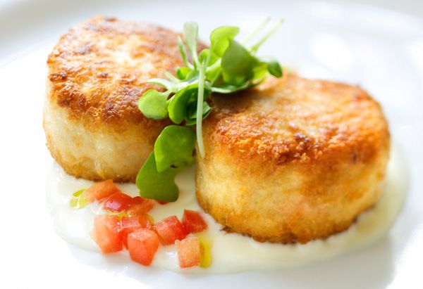 Ted Allen's Crab Cakes These simple, healthy crab cakes are baked, not ...
