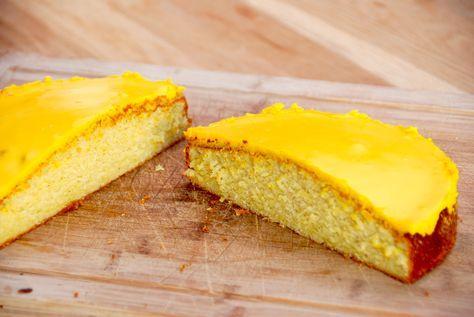 Her er opskriften på den bedste citronmåne. Langt bedre end den købte, og denne opskrift giver to citronhalvmåner. Af den bedste slags. Til den bedste citronmåne skal du bruge: 150 gram blødt smør 140 gram rørsukker 1 økologisk citron