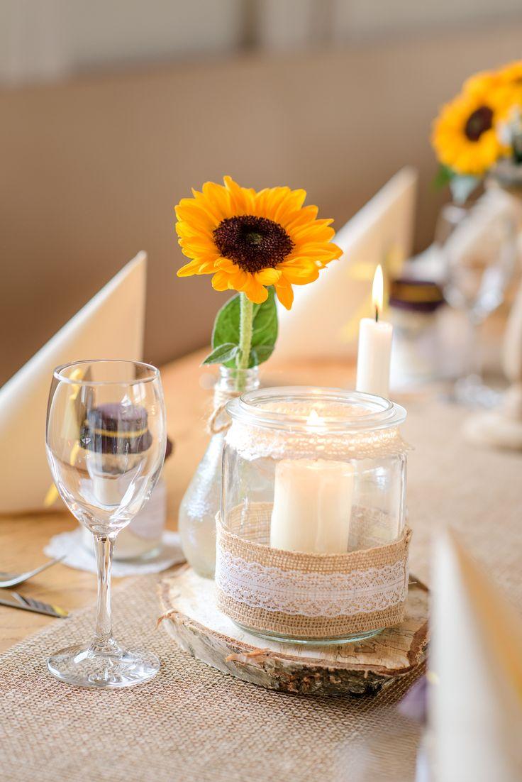 Sonnenblumen Tischdeko im Vintage Stil.