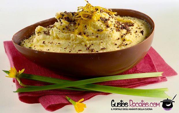 Uova+di+cioccolato+ripiene+di+mousse+alla+frutta