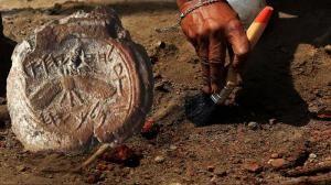 Archeologové poprvé našli pečeť mocného biblického krále Ezechiáše. Skončila na skládce
