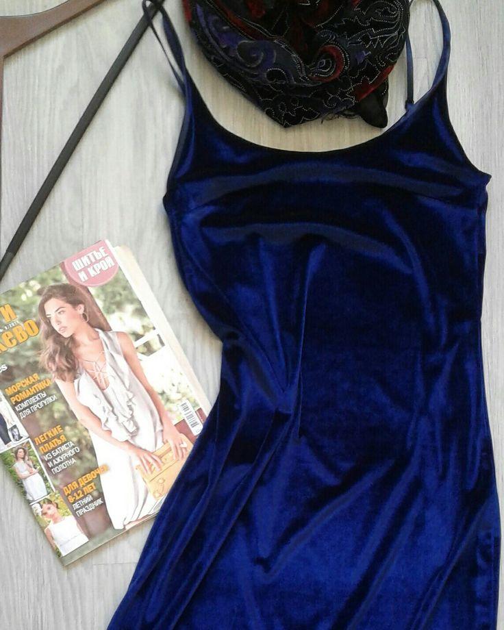 Вечернее платье из нежнейшего бархата на тонких бретельках, отделанное по низу широким кружевом  #Платье #бельевой стиль #бархат #кружево