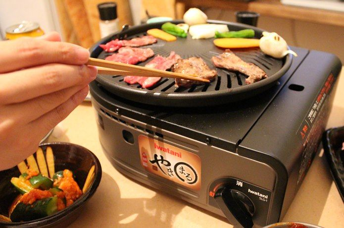 煙が出ないって本当 イワタニ やきまる を使って お家焼肉をして