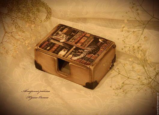 Визитница настольная ` Уставший чтец`.Ручная работа.Автор Юдина Оксана.Подарок деловому человеку.
