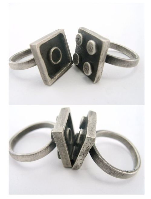 We need these. Interlocking Lego Rings; these are so cool!!