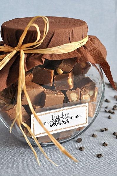 Fudge au caramel, chocolat, vanille et noisettes